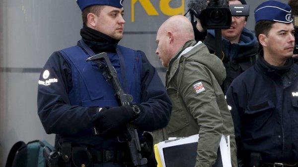 Abdeslamův právník Sven Mary opouští federální policejní ředitelství v Bruselu.