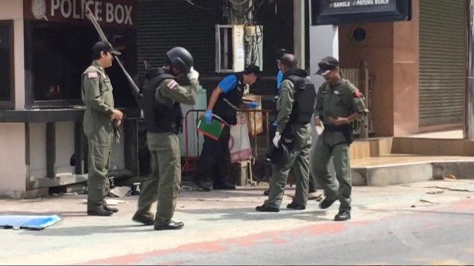 Thajská policie zadržela v souvislosti s útoky několik lidí.