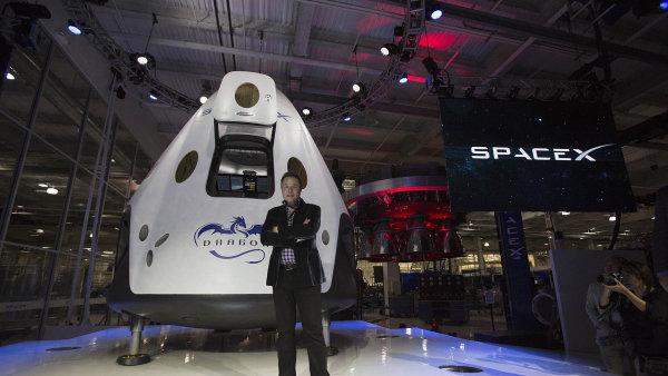 Elon Musk u lodi Dragon.