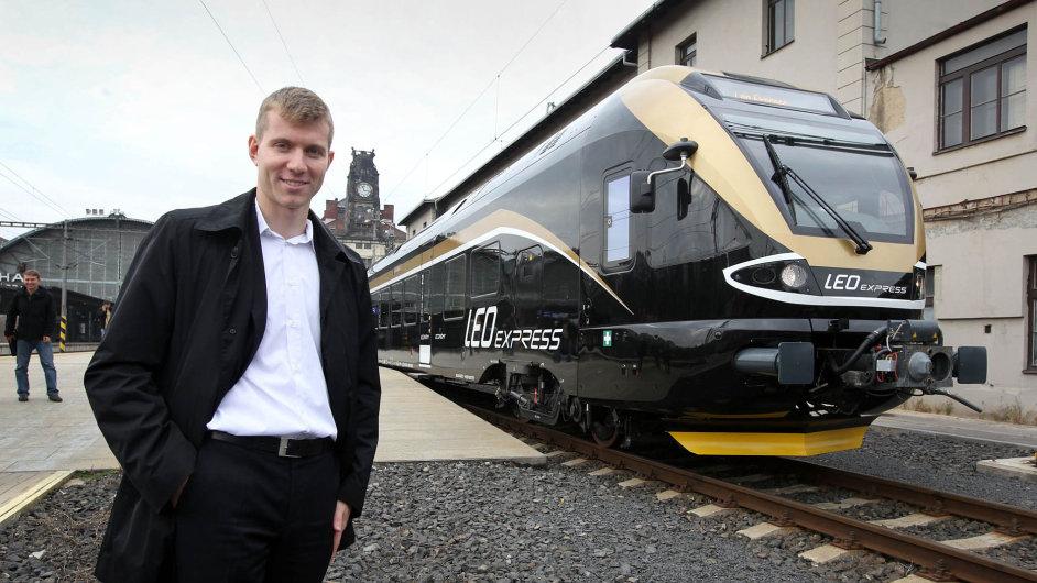 Leoš Novotný mladší se pustil v roce 2012 do podnikání na české železnici. Firma zatím vykazuje ztráty, otec ale projektu věří.