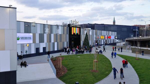 Frýda. ZFP realitní fond vlastní Frýdu, jediné obchodní centrum veFrýdku-Místku. Kekonci roku 2016 měl fond uzavřenou smlouvu svíce než 24 tisíci klienty.