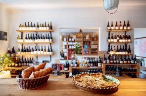 Jídlo a pití někdy nestačí: České restaurace a bary zkouší zpěv, tykání si s obsluhou nebo řízek na špejli