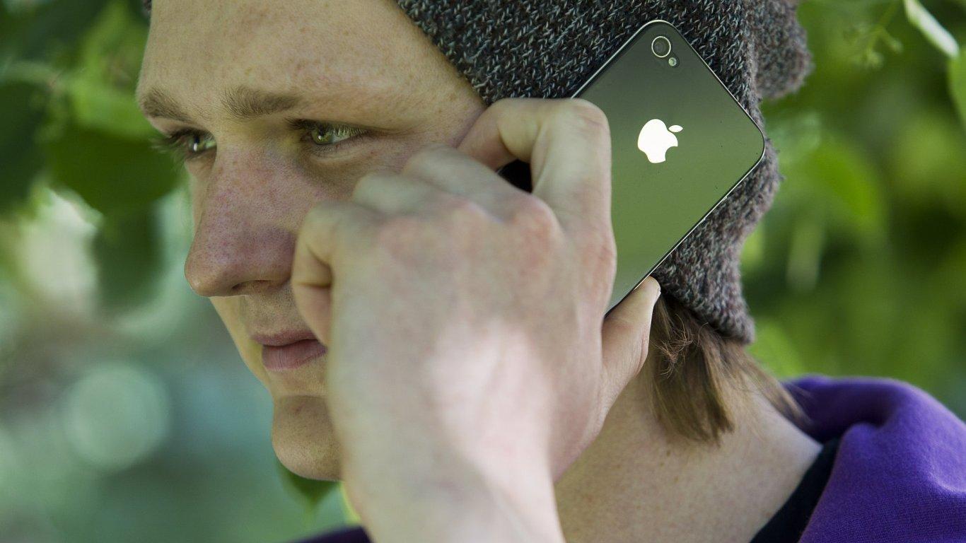 Mobilní telefon, ilustrační foto
