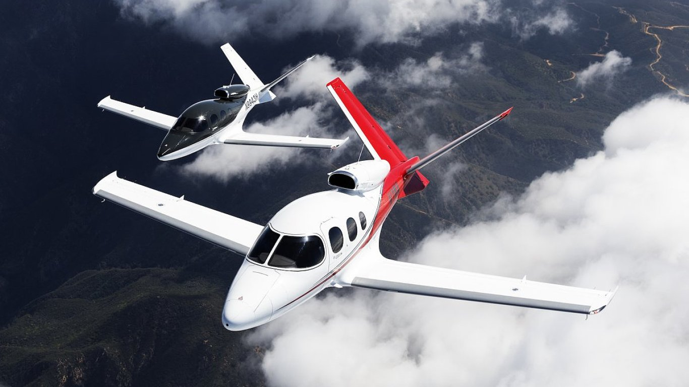 as a result cirrus says the vision jet can cruise at 345 mph with a maximum operating altitude of 28000 feet and the aircraft can take off in just 2036 feet