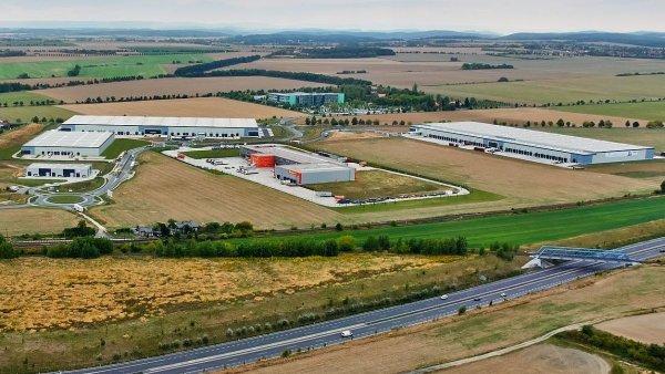 Kolem Letiště Václava Havla vzniká několik velkých skladových hal.