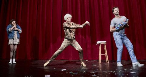 Snímek ze zkoušky hry Jsme v pohodě na Nové scéně Národního divadla.