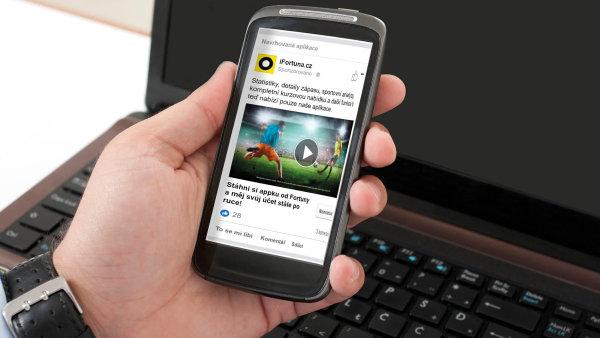 Reklama společnosti Fortuna láká zákazníky ke stažení mobilní aplikace.