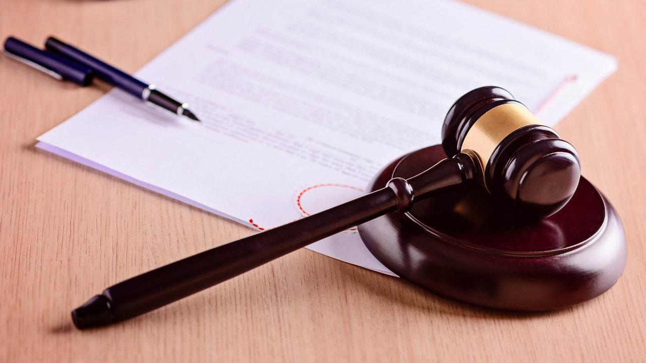 K podvodnému ovládnutí firmy stačí jeden zfalšovaný dokument a kolek. Základním krokem v prevenci před ovládnutím společnosti podvodníkem je každodenní kontrola datové schránky a obchodního rejstříku.