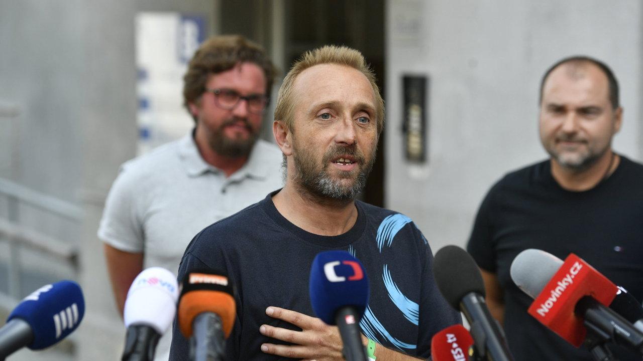 Zraněný řidič kamionu pražské dopravní společnosti SPED-IT Martin Kučera.