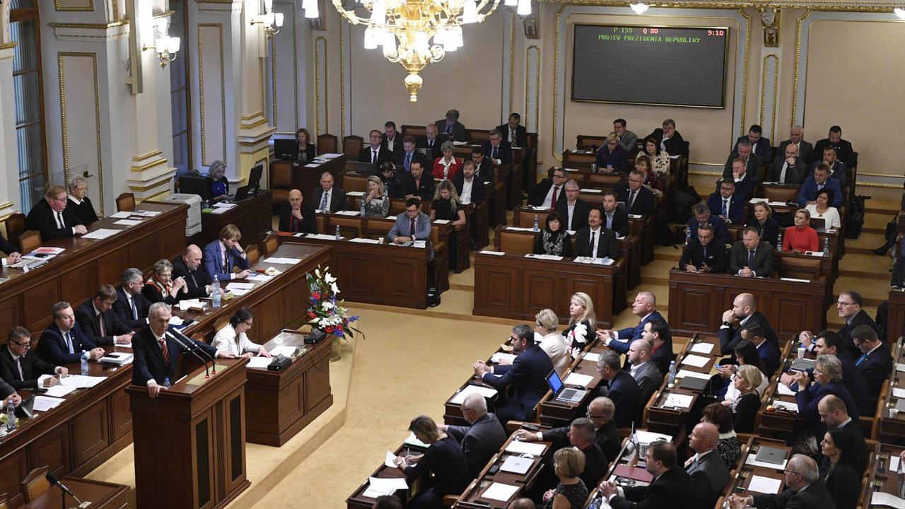 Poslanci budou znovu hlasovat o služebním zákoně.