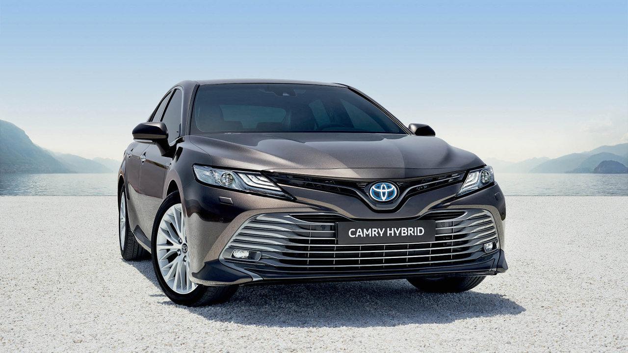 Nová Toyota Camry Hybrid, přestavená v evropské premiéře na pařížském autosalonu 2018.
