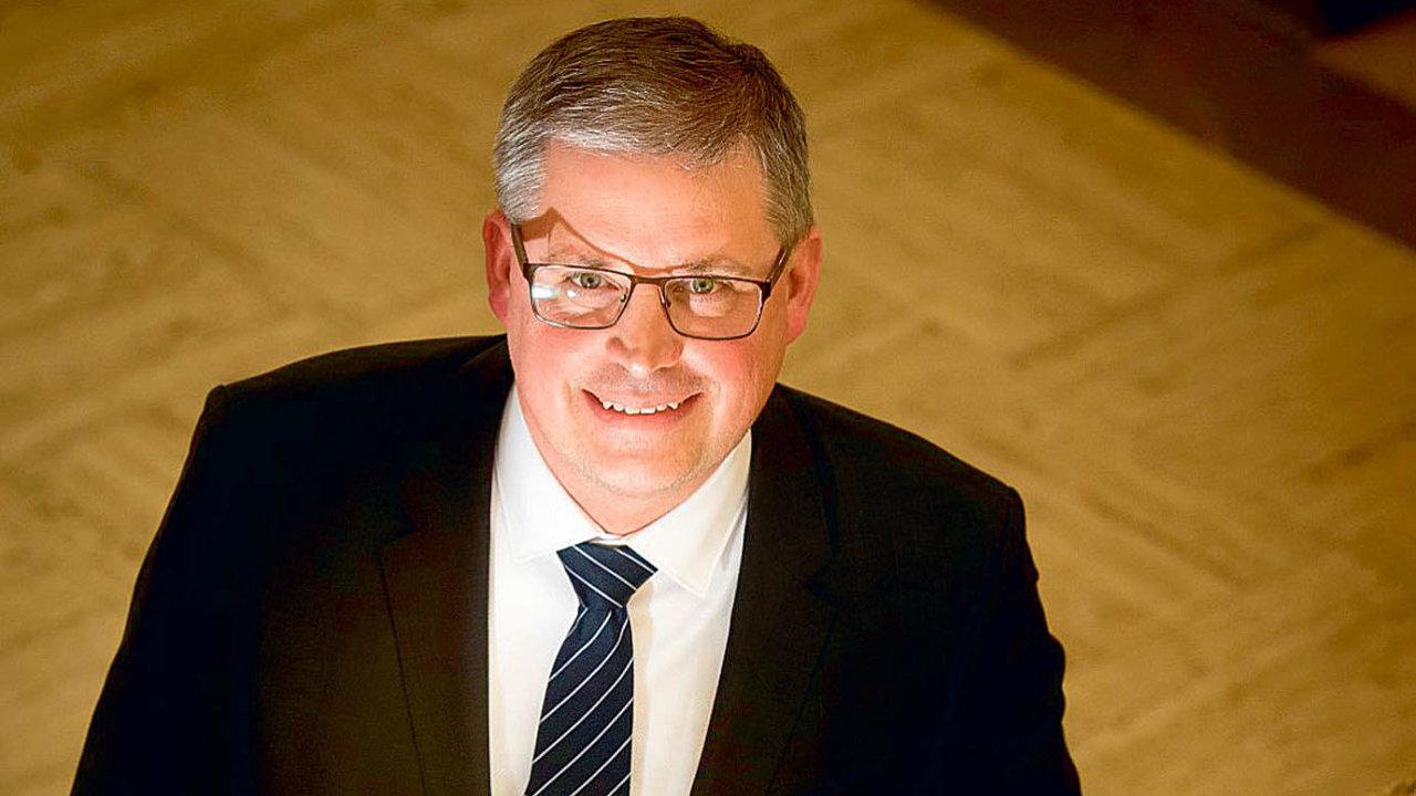 Martin Brix zespolečnosti LeasePlan Česká republika obdržel ocenění Finanční ředitel roku 2016. Porota ocenila jeho kroky vedoucí klepší efektivitě vnitřních procesů firmy.