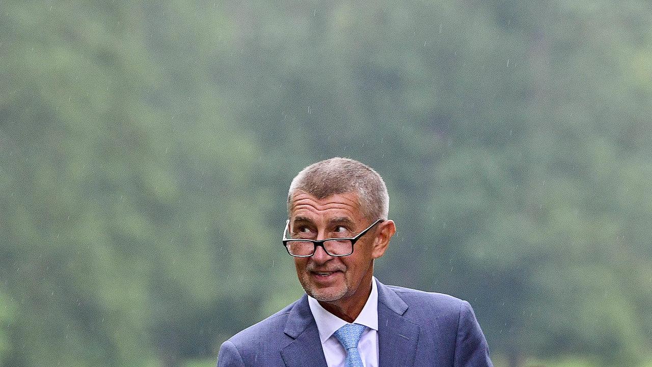 Problémy Andreje Babiše mají prakticky souběžně řešit úřady hned nadvou úrovních. Pokud by oba případy skončily pro šéfa ANO neúspěšně, mohly by jeho bývalé firmy přijít ostamiliony korun.