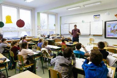 Učitelé žádají vyšší platy. – Ilustrační foto.