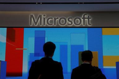 Růst cloudových služeb pomohl akciím Microsoftu k růstu a tržní kapitalizace firmy letos v dubnu poprvé překonala hranici jednoho bilionu dolarů.