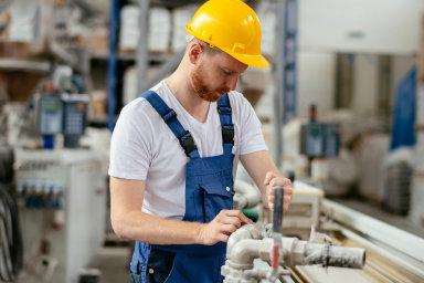 """""""Průmyslová produkce a nové zakázky začaly klesat, což naznačuje vliv zpomalení v Evropě. Export se snižuje, ale méně výrazně než import, což odráží větší diverzifikaci ekonomiky,"""" píše OECD."""