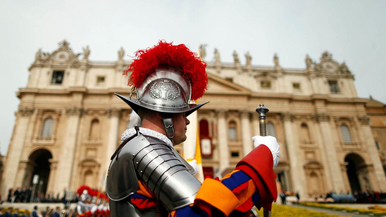 Podle oznámení Vatikánu skončí vesvé funkci šéf správní rady vatikánského úřadu pro kontrolu finančních toků René Brülhart. Jedná se o pokračování korupčního skandálu.