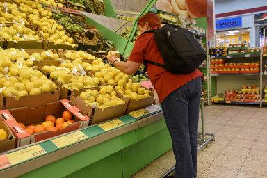 Zelenina proti říjnu zdražila o 4,5 procenta, ovoce o 3,4 procenta, vepřové maso o 4,1 procenta a například cukr o 11,3 procenta.