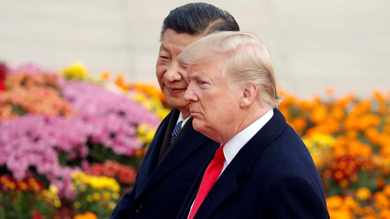 Před Vánoci obě země naposlední chvíli odvrátily zavedení dalších cel. Na snímku americký prezident Donald Trump a hlava Čínské lidové republiky Si Ťin-pching.