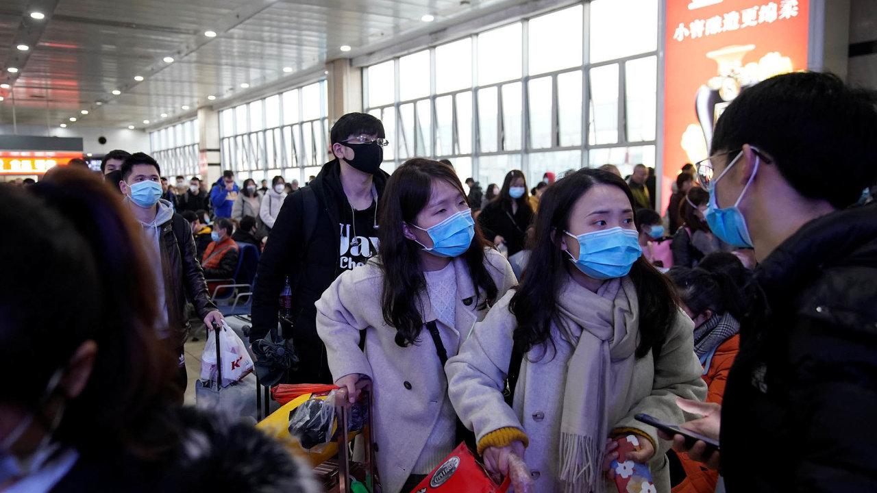 Nový virus se objevil vdobě, kdy se Čína chystá naoslavy lunárního nového roku. Pocelé zemi idozahraničí se začínají přesouvat stovky milionů lidí. Roste tak nebezpečí šíření nákazy.