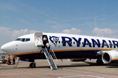 Minulý týden Ryanair varoval, že kvůli zpoždění dodávek deseti strojů Boeing 737 Max by mohl zavřít některé základny a snížit počet pilotů i palubního personálu.