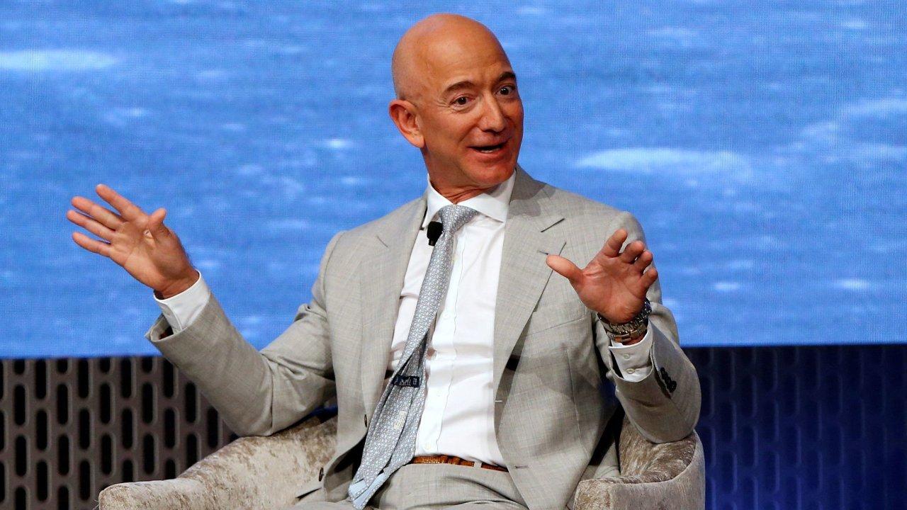 Jeff Bezos by nyní mohl Amazon prodat za cenu šesti státních rozpočtů České republiky.