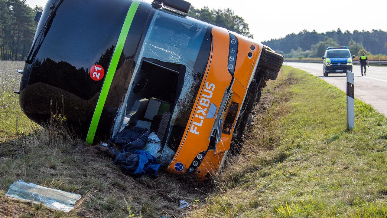 Nehoda autobusu na lince z Prahy do Hamburku.