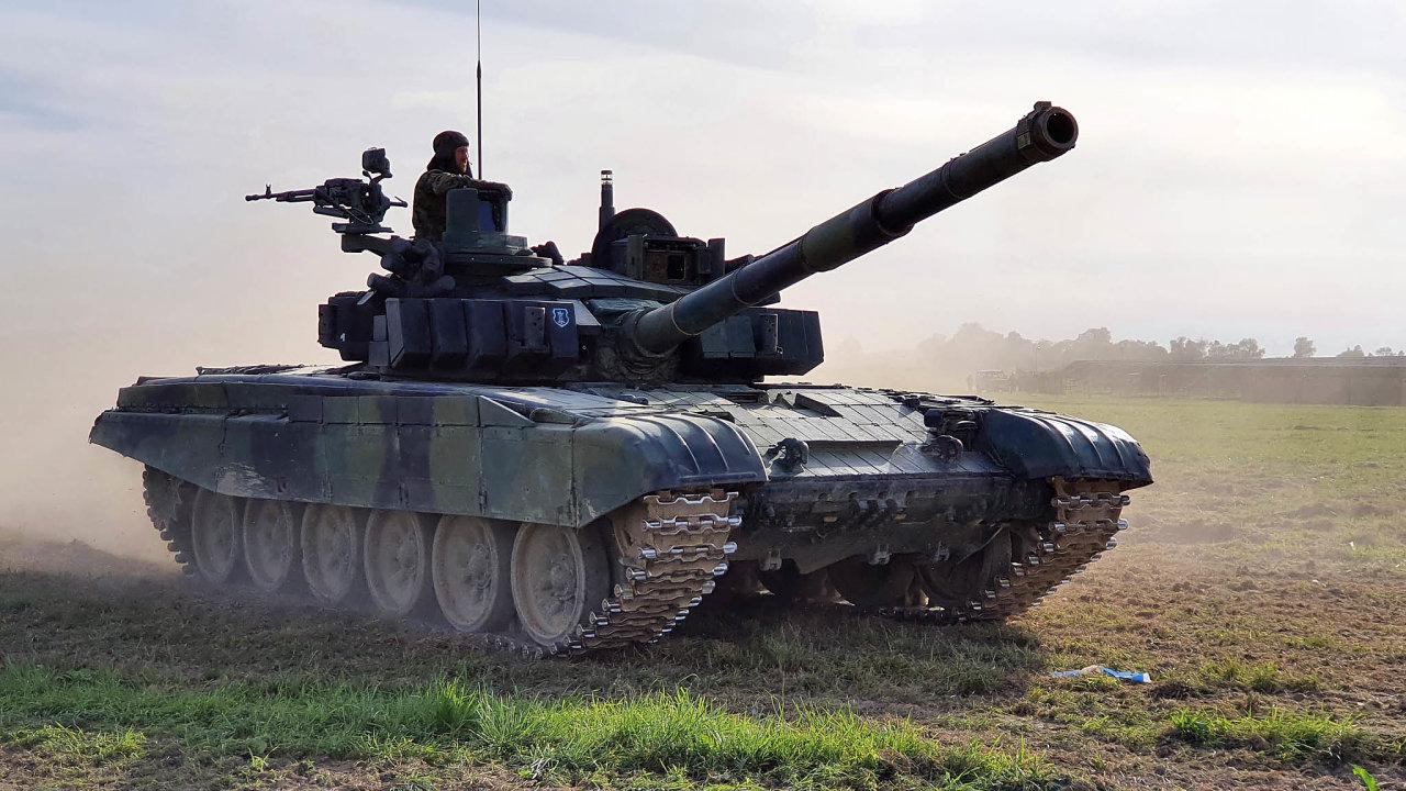 Show naDnech NATO. Tanky české armády se pravidelně předvádějí vakci veřejnosti nakaždoročních Dnech NATO vOstravě-Mošnově.