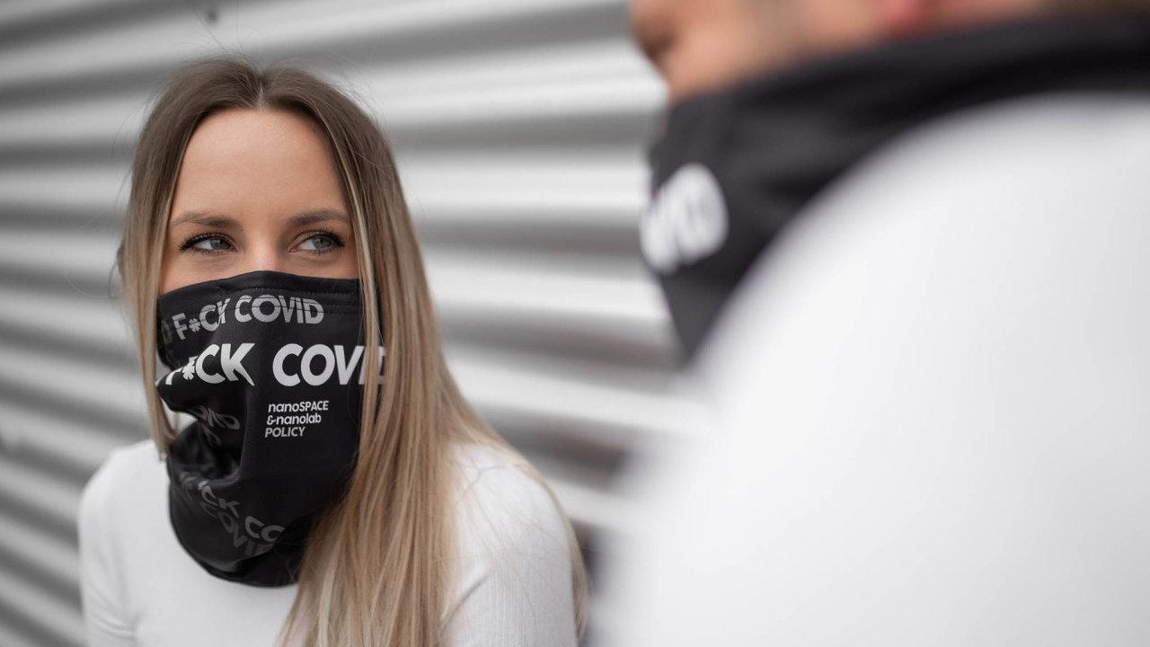 Antivirový šátek snanomembránou od firmy nanoSpace