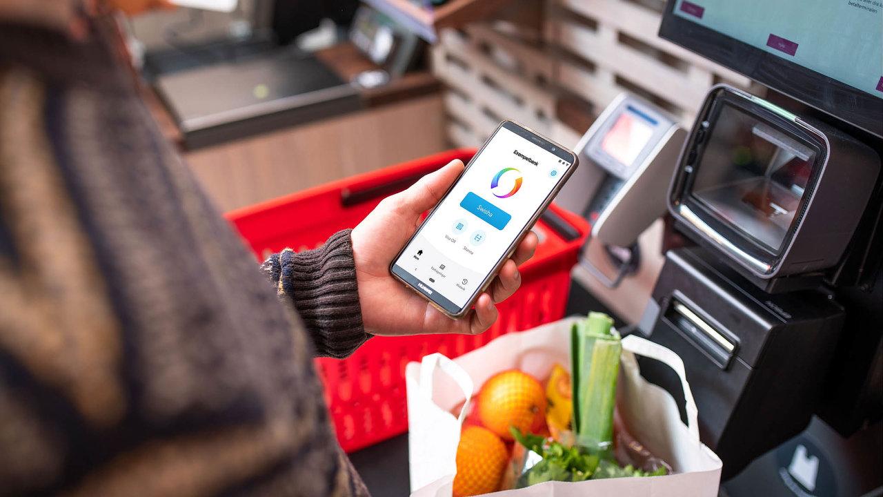 Vlastníkem mobilní platební služby Swish je šest největších švédských bank a dalších šest účastníků systému. Celkem jde o12 bank, které pokrývají 100 % populace. Swish používá 92% Švédů vevěku 18–65 let.