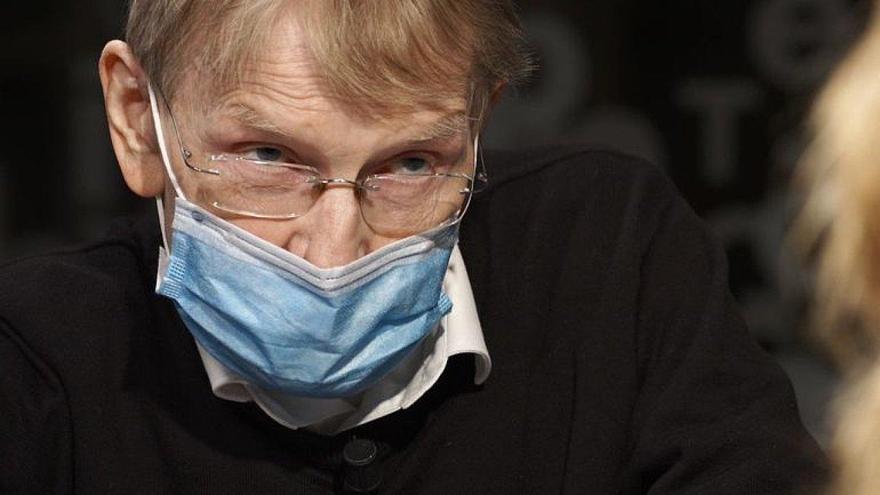 Svoboda: Koronavirus má část z ptačí chřipky. Teď je nejlepší vakcína rouška