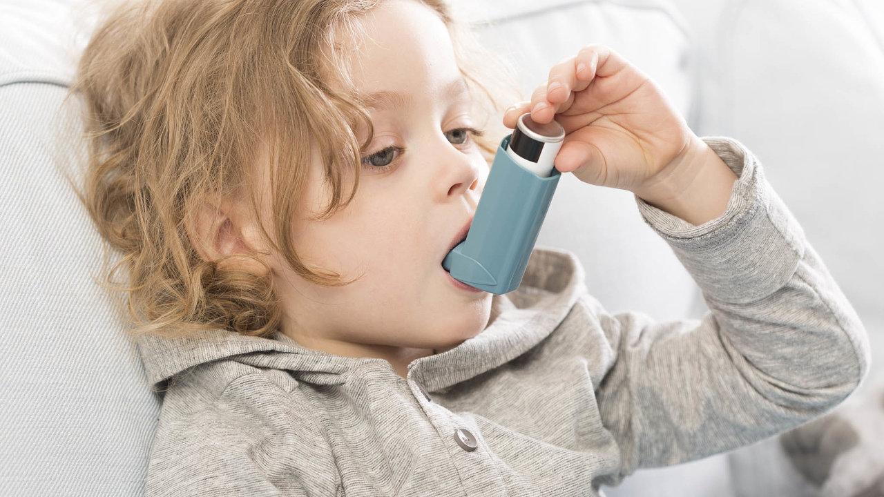 800 tisíc lidí vČesku má astma. Nasvětě se stímto závažným chronickým onemocněním potýká 300milionůlidí.