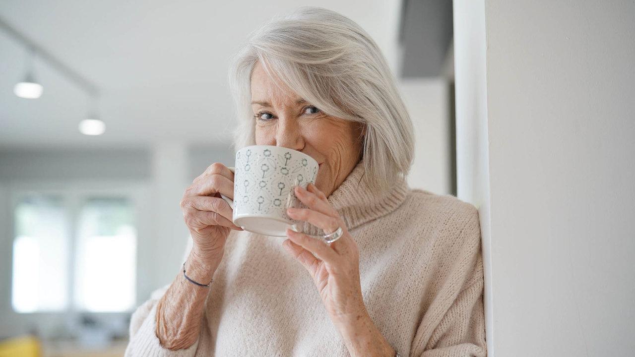 Pestrá strava vjedné lahvičce: Ulidí požívajících speciální nápoj bylo po třech letech zjištěno o76 procent menší zhoršování paměti.
