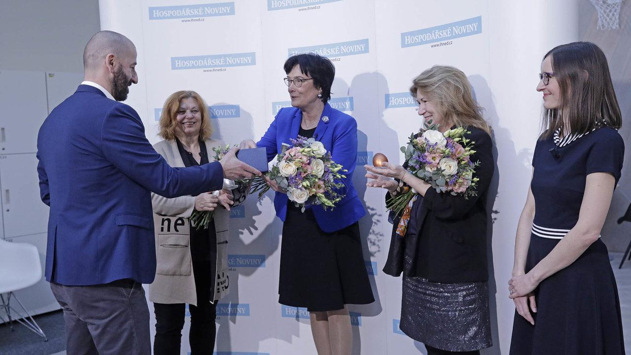 Vyhlášení Ankety TOP ženy veřejné sféry (zleva): Zlata Holušová, ředitelka Colours of Ostrava, Eva Zažímalová, předsedkyně Akademie věd ČR a Eva Zamrazilová, předsedkyně Národní rozpočtové rady.