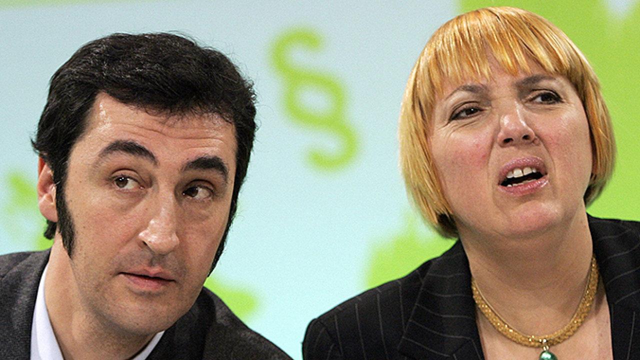 Exšéfové německých Zelených Cem Özdemir aClaudia Rothová se přeli oto, ským má jejich strana spolupracovat (snímek zroku 2008).