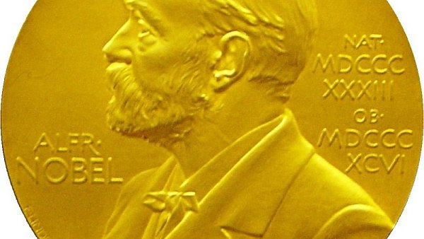 Nobelovu cenu za literaturu doprovází medaile s podobiznou zakladatele.
