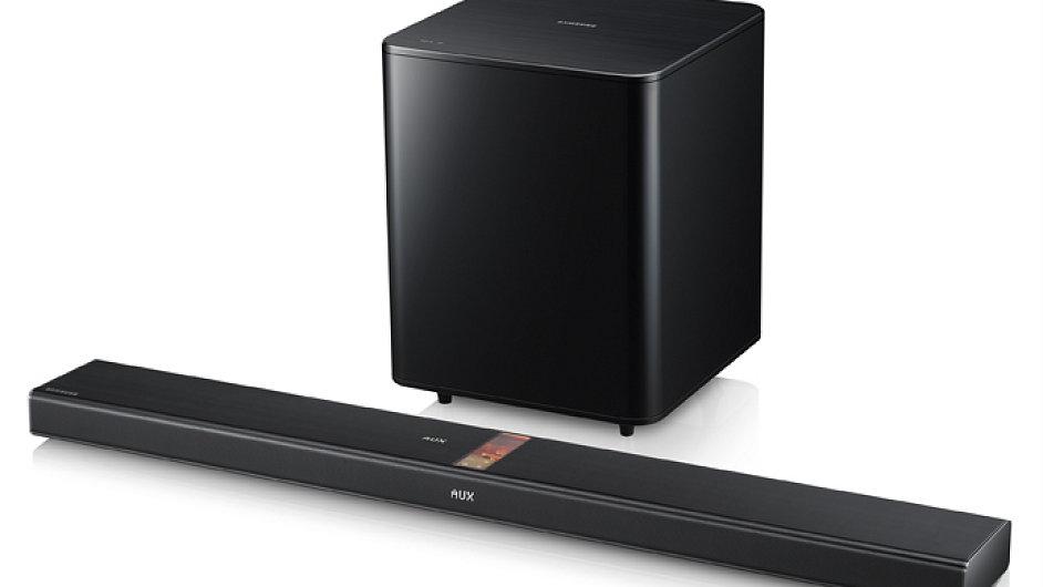 Samsung Vacuum Tub Soundbar HW-F750 má elektronku v malé reprosoustavě pod TV
