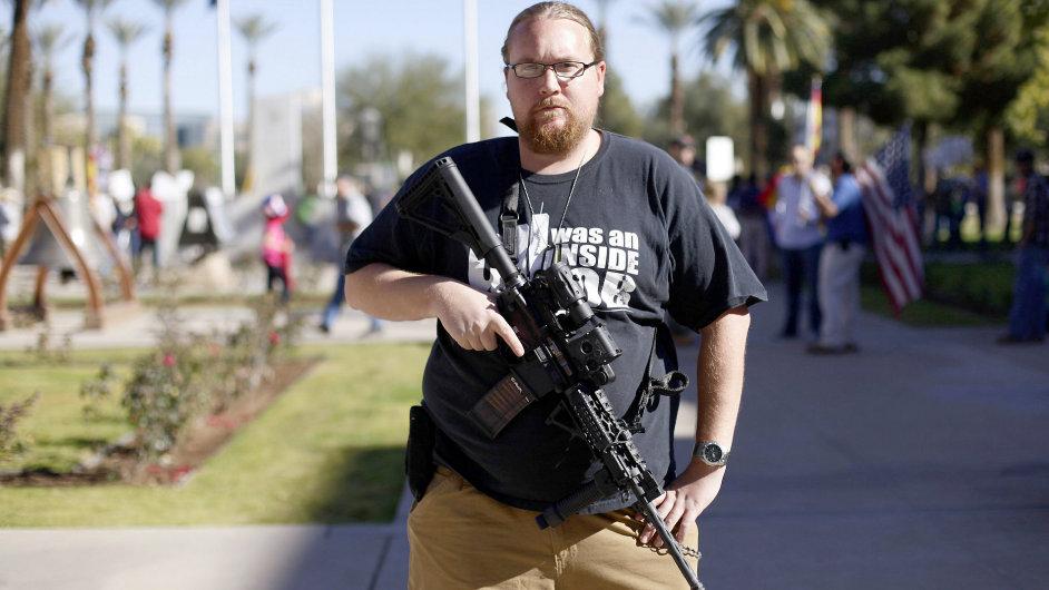 Američané se nechtějí vzdát svých práv vlastnit střelné zbraně.