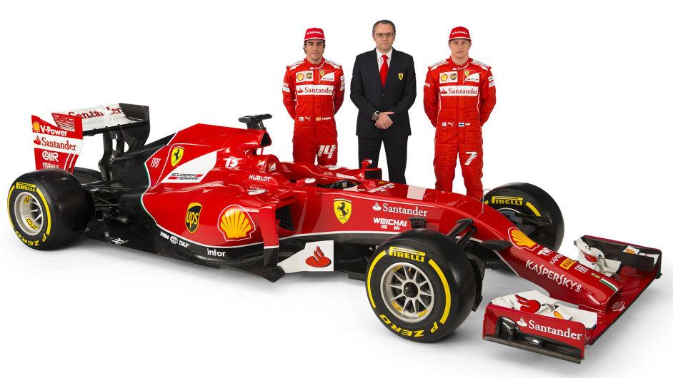 Fernando Alonso, šéf stáje Stefano Domenicali a Kimi Räikkönen (zleva) u letošního vozu F14T