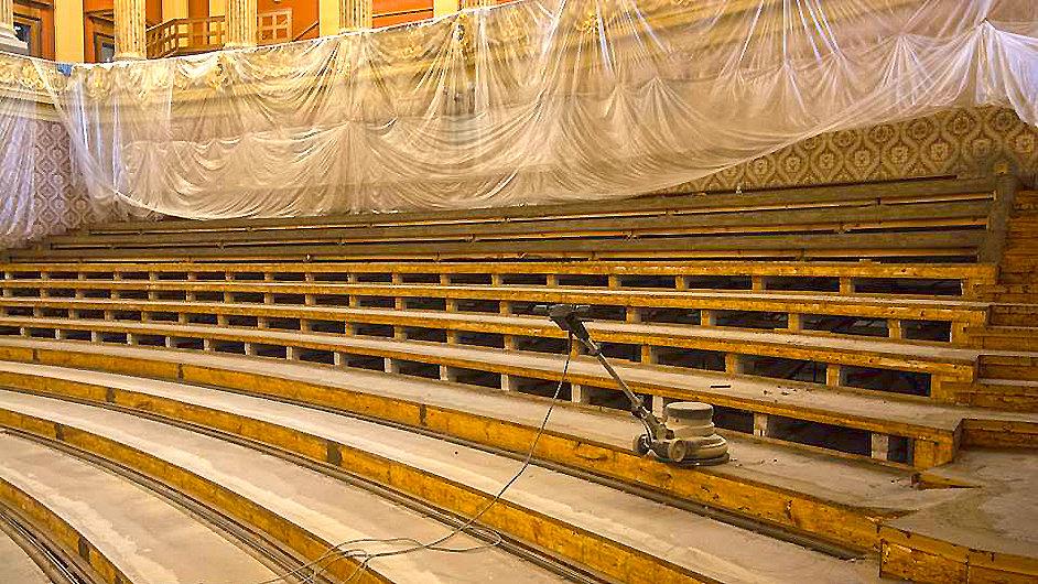 Dvořákova síň Rudolfina bude mít novou podlahu.
