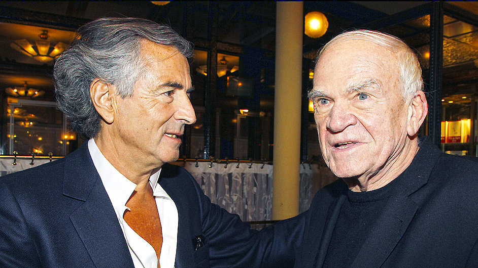 Milan Kundera (vpravo) a filosof Bernard-Henri Lévy v roce 2010.