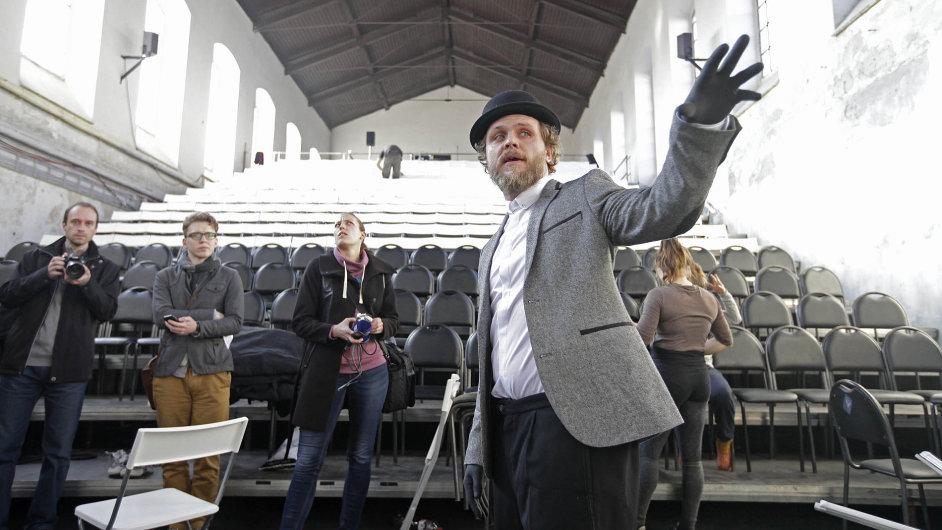 Za novým kulturním prostorem v Praze stojí Rosťa Novák, principál Cirku La Putyka.