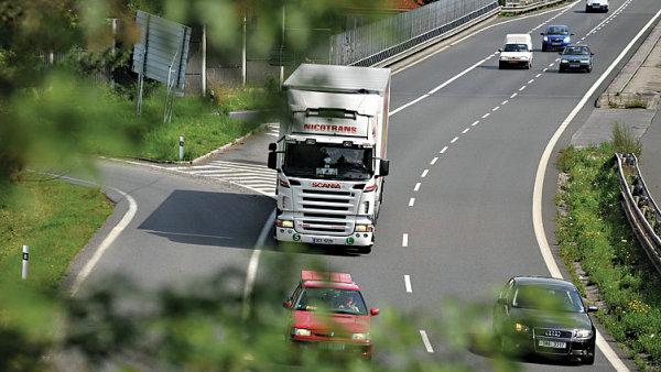 Vymáhání minimální mzdy v nákladní dopravě zatím není důsledné. Mnoho českých dopravců tak prakticky denně porušuje zákon.