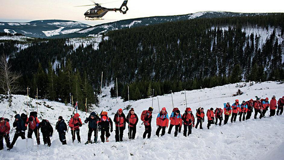 záchranná akce po pádu laviny v Modrém dolu v Krkonoších.