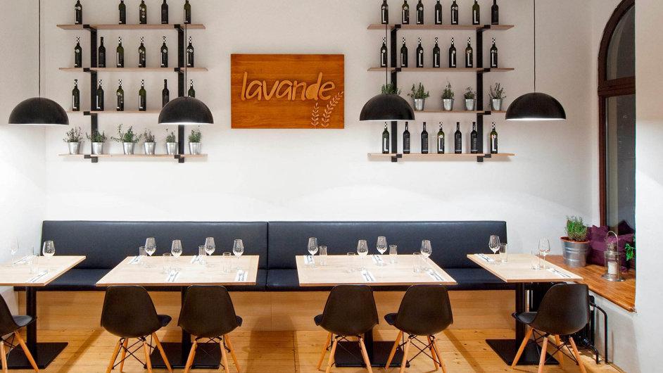 Restaurace Lavande na kraji Lidické ulice hned u Vltavy v Praze 5