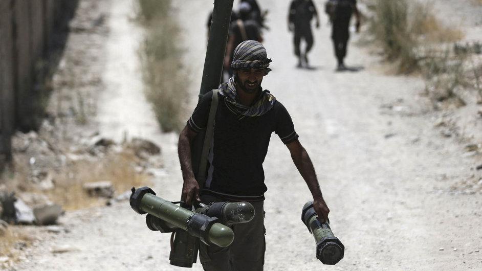 Svobodná syrská armáda podporovaná USA útočí na Asadovy pozice na předměstí Damašku.