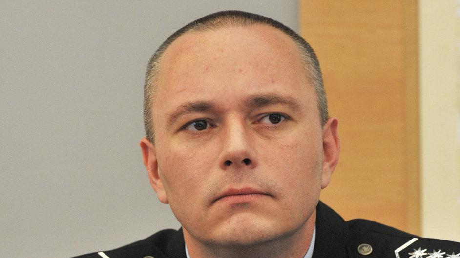 Jeden z obviněných je i náměstek krajského policejního ředitele v Olomouci Karel Kadlec.