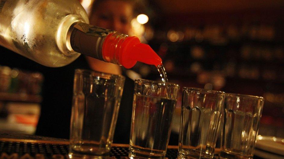 Rozlévaný alkohol - ilustrační foto.