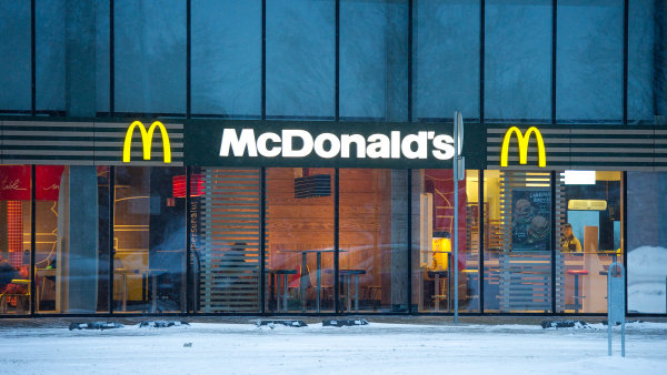 McDonald's zvýšil tržby i zisk, pomohly celodenní snídaně.