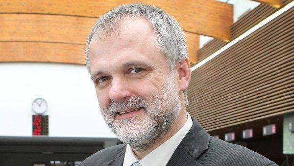 Karel Večeře, předseda Českého úřadu zeměměřického a katastrálního (ČÚZK)